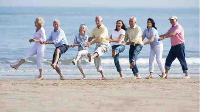 Thriving-Baby-Boomers - Social Activities - Seniors at the Beach